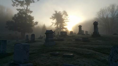 ohio cemetery graveyard fog sunrise frost historic batavia bataviaohio bataviaunioncemetery
