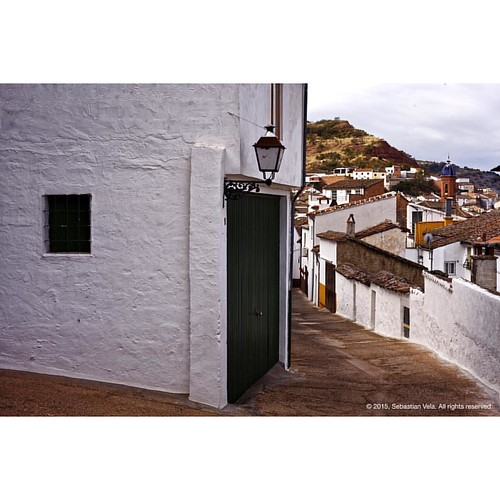 The old alleyways. Santisteban del Puerto, Spain.   #travel #streetphotography #texture #spain #worldwide_shot