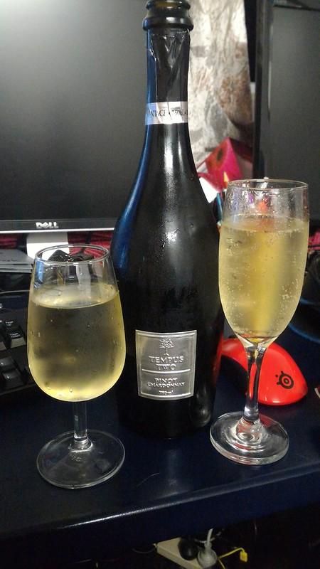 tempus two pinot chardonnay sparkling white champagne