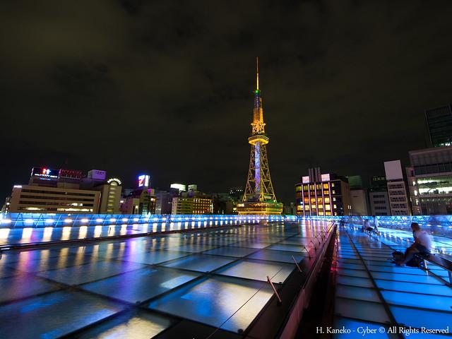オアシス21から臨むテレビ塔(Night view of illuminated Nagoya TV Tower from Oasis 21)
