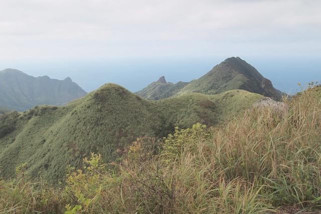 燦光寮山頂上遠望基隆山、無耳茶壺山、半屏山