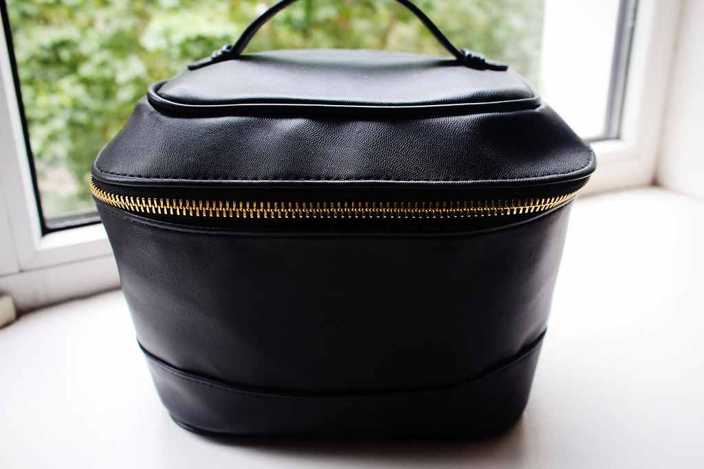 H&M-makeup-bag-review