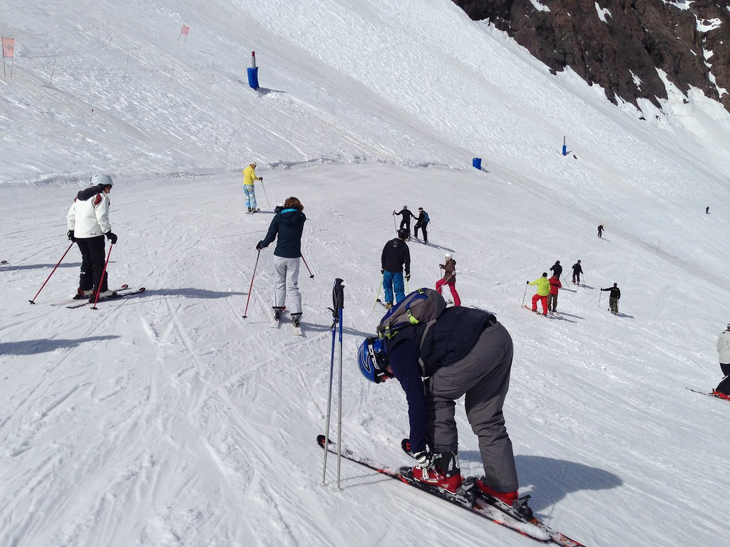 Skiers at the top of Plateau
