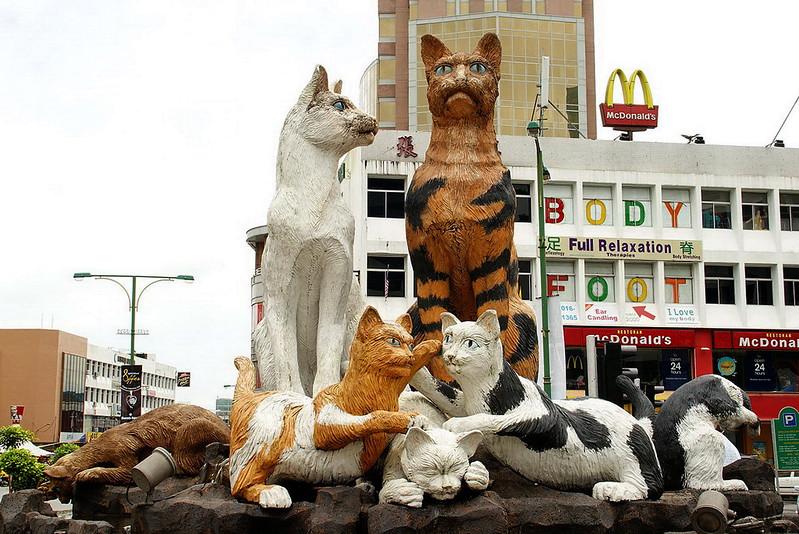 Cats statue Kuching