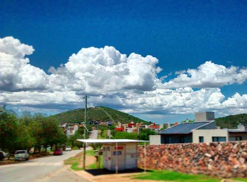 Nubes a rajatabla!  #nuves #clouds #sky #skyporn #cielo #sierrasdecordoba #cordobaarg #cordoba #cordobaargentina #lacalera #carlospaz #estansuela #cityscape