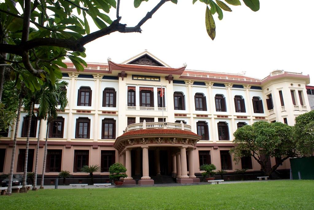 Façade du musée des beaux arts d'Hanoi au Vietnam.