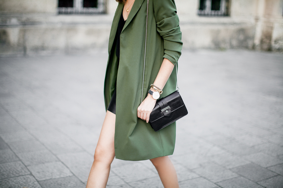 khaki-green-coat-outfit-ideas