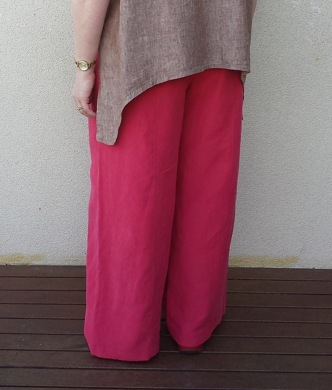 vintage McCalls 8149 (copyright 1996) pants in linen viscose. Trying different silhouettes with the tops.