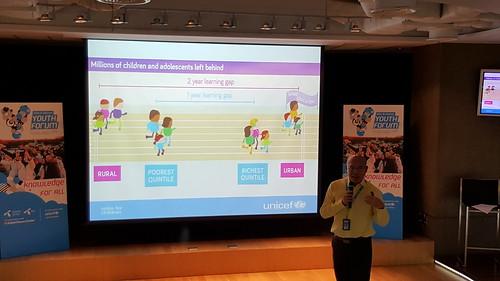 ดร.รังสรรค์ ตัวแทนฝ่ายการศึกษาจาก UNICEF นำเสนอเรื่องความท้าทายของระบบการศึกษาในประเทศไทย