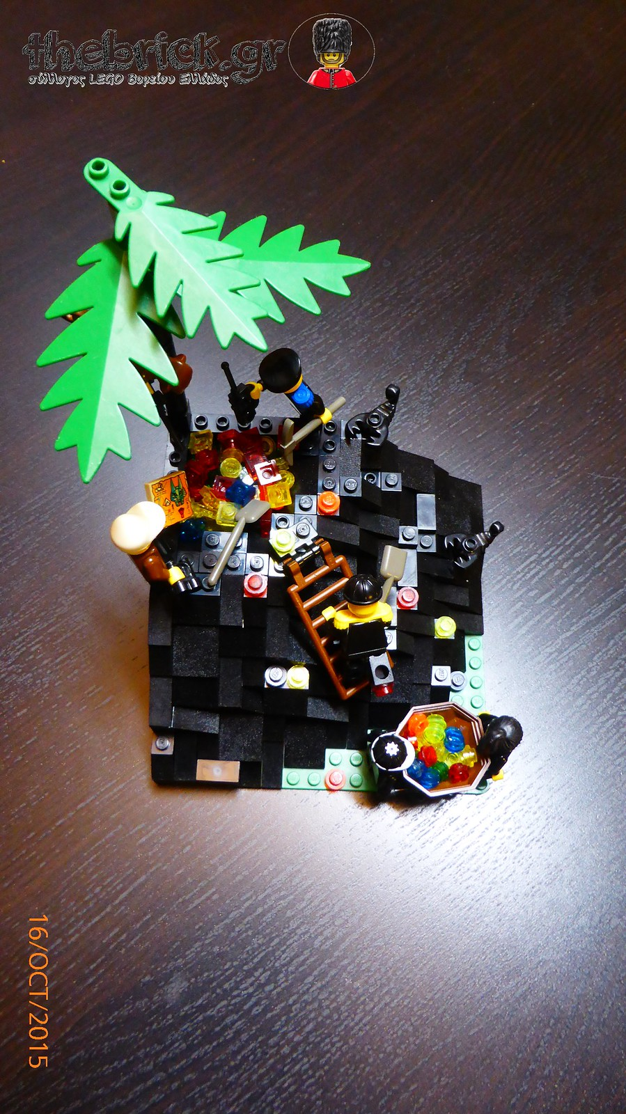 "[BuildtheBrick #1]: ""Treasure in the Dark Hill"" 22215862102_6ffa87558e_h"