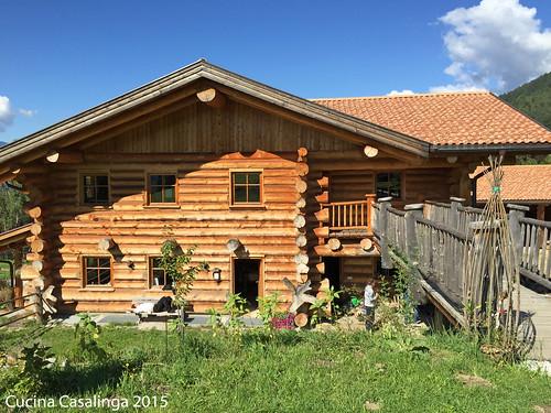 Antholz Kraeuterhof Holzhaus