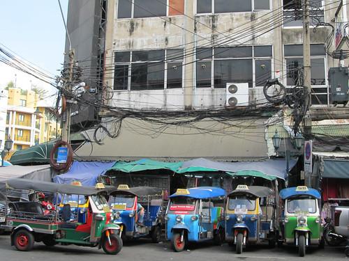 Bangkok: waouw, il y a du fil...à retordre!!