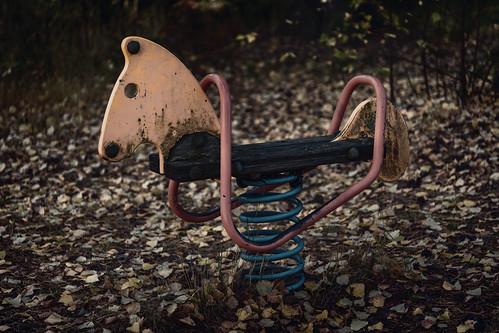 wood horse animal playground metal suomi finland dark leaf spring equipment playgroundequipment skrubu keuruu pni pekkanikrus abandonedplaygrounddreams hotellikeurusselkä