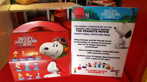Snoopy and Charlie Brown The Peanuts Movie McDo Happy Meal Toys limited edition collectible box