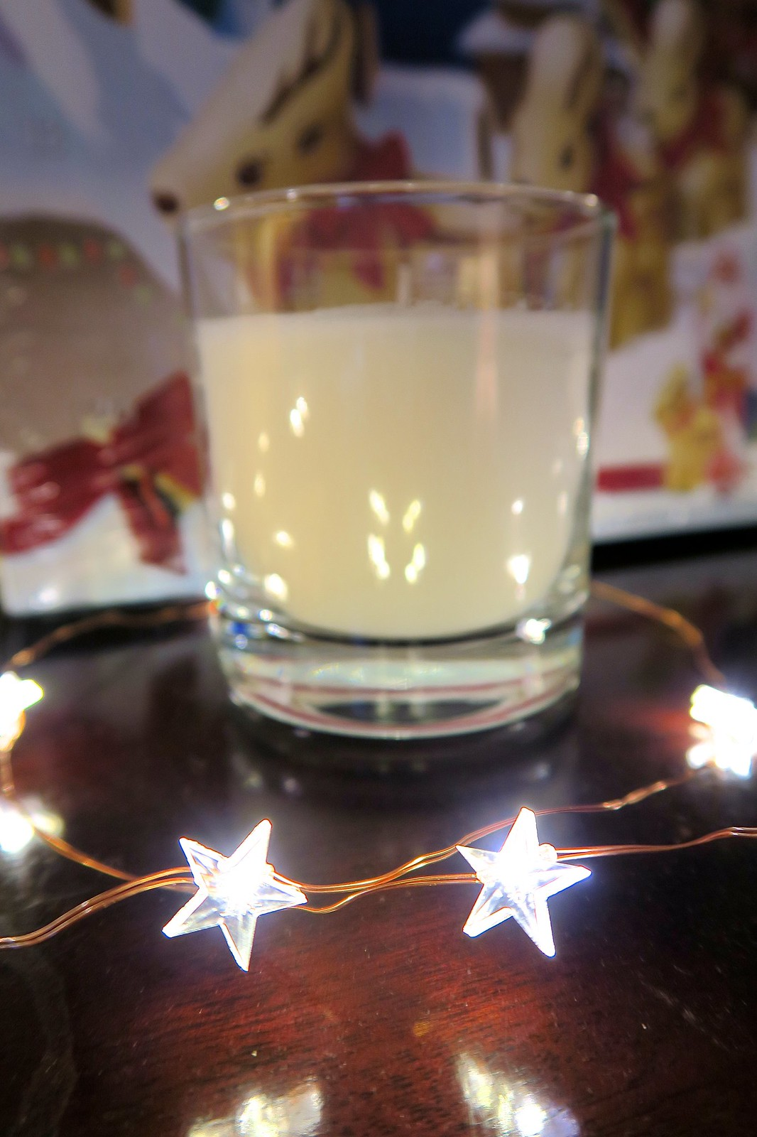 body shop christmas frosted plum candle gift idea