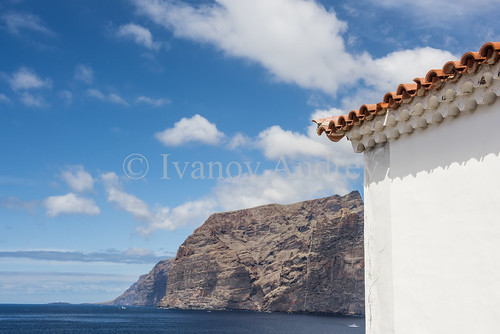 mountain house wall roof tile hill slope cliff sky clouds horizon island sun sunrise blue sea ocean water sand beach black wave surf surge tide foam coast coastline landscape perspective ascent descent shadow mountainrange mountainpeak nature travel tourism spain canaryislands tenerife