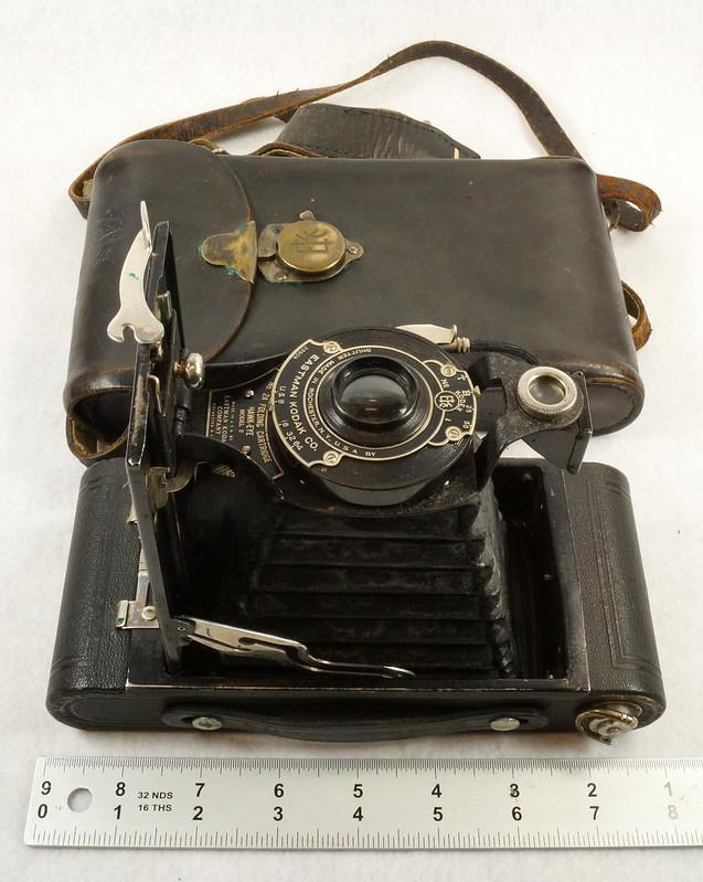 RD14615 Vintage Kodak Hawkeye No 2A Model B Folding Cartridge Camera with Leather Carry Case DSC06542