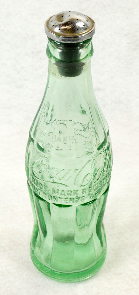 RD14936 Vintage Coca-Cola Green Hobbleskirt Bottle Pat D 105529 Portland Ore. 6oz Sprinkler Head Black Rubber For Ironing DSC06717