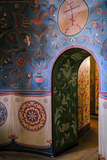Colorful interior wall paintings of Saint Basil's Cathedral, Moscow, Russia モスクワ、聖ワシリー寺院のカラフルな唐草壁画