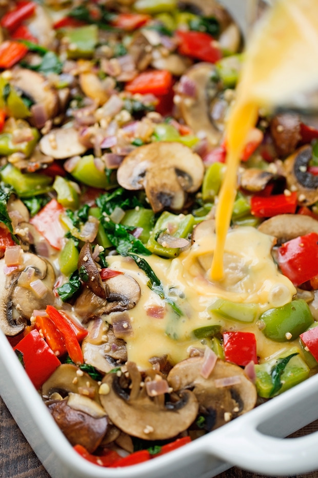 Veggie Loaded Breakfast Casserole - made with hash browns and all your favorite veggies! Add in rotisserie chicken, crumbled sausage or anything else you please - it's totally customizable! #breakfast #breakfastcasserole #casserole #veggiecasserole   Littlespicejar.com @littlepsicejar