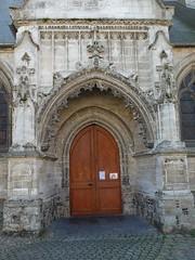 CRECY-EN-PONTHIEU :  Eglise Saint-Séverin (portail latéral)