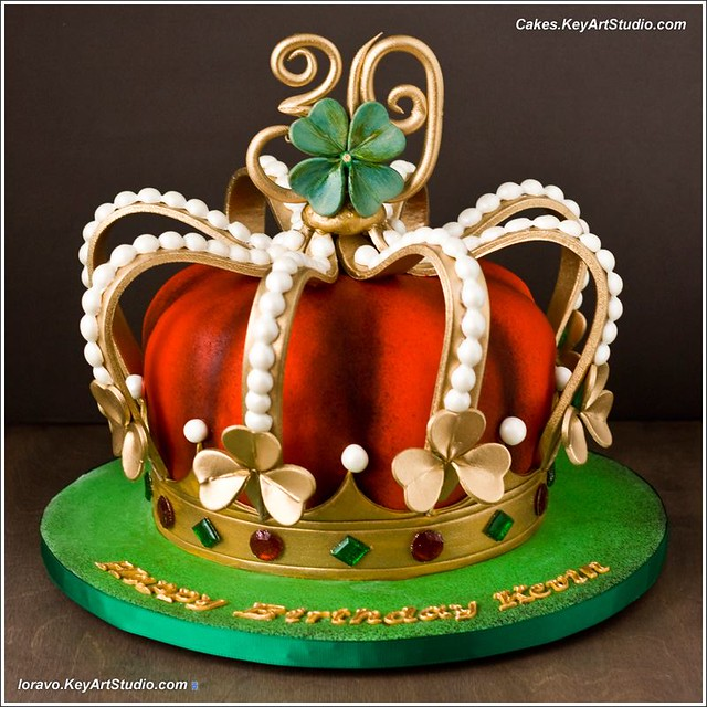 Irish King's Crown Cake. Gummy candy diamonds by Keyartstudio Cakes - Sweet designs by Larissa, Montreal