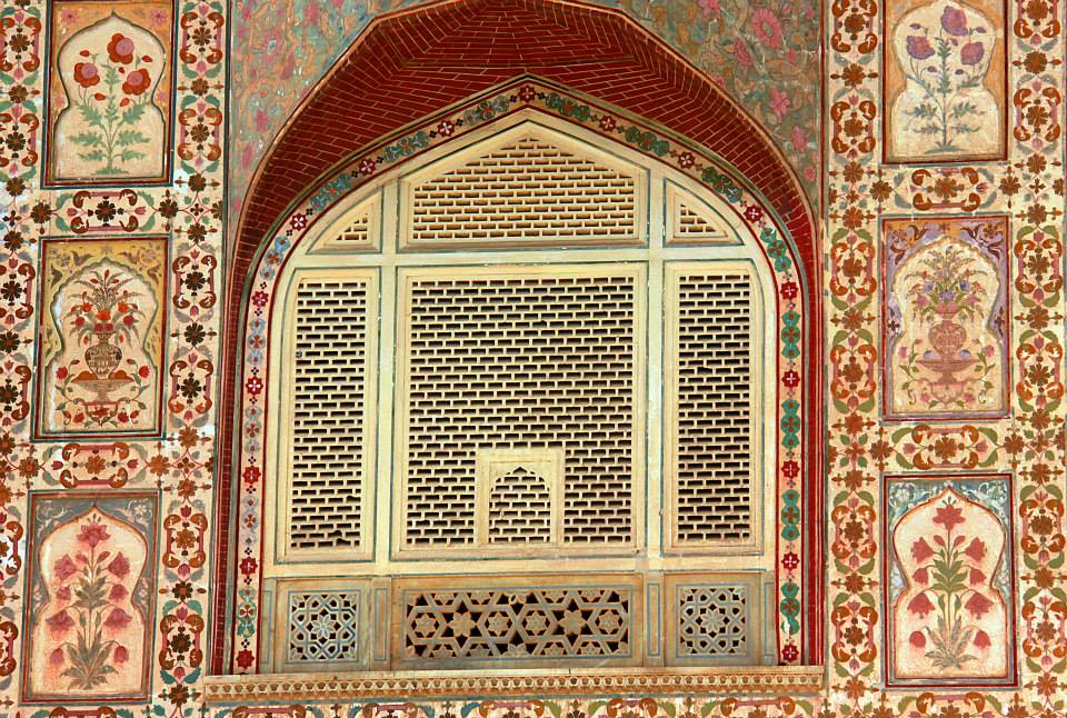 delicate frescoes at amer fort