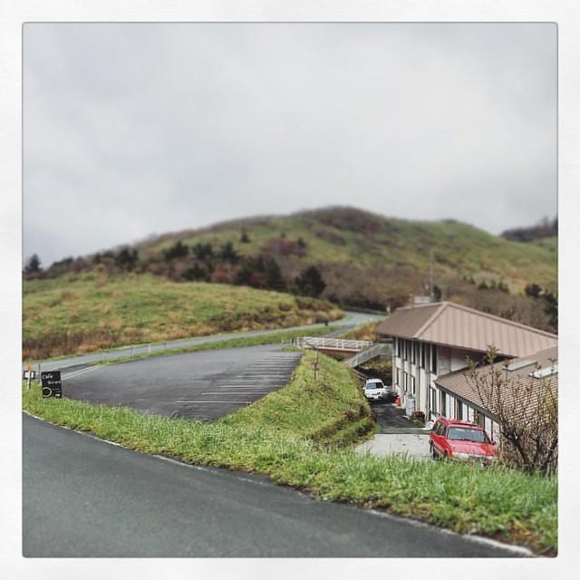 Photo:「景色が見えて来た。」 昼から少し視界が良くなって来ました。 #ミニチュア #しらさ峠  #ufoライン #ドライブ By kaidouminato