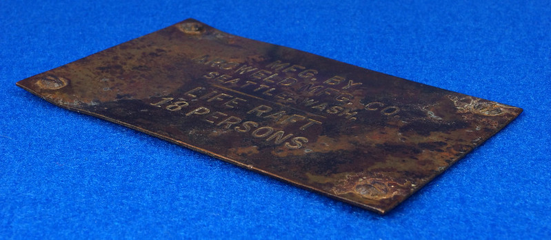 RD12929 Vintage Brass Plate Arcweld Mfg. Co. Seattle Wash. Life Raft 18 Persons DSC06609