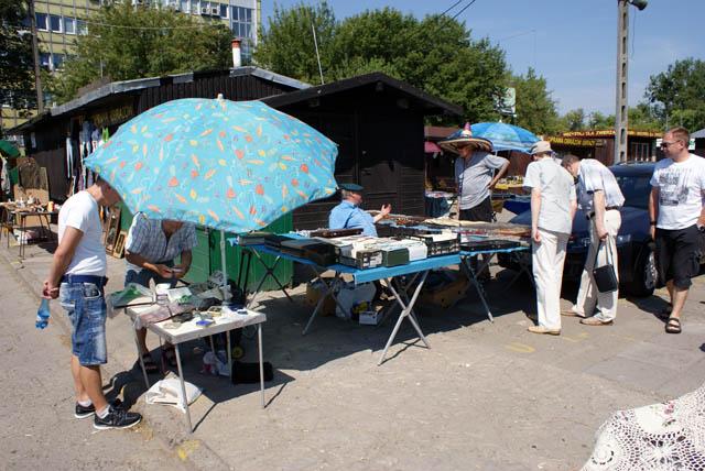 Le marché aux puces de kolo à Varsovie