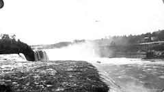 Ontario : chutes du Niagara. - [1913?]. BM42-G3195A