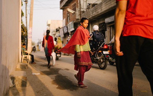 street travel sunset red woman india indian culture streetscene busy punjab crowded dearth in hoshiarpur aviralsharma