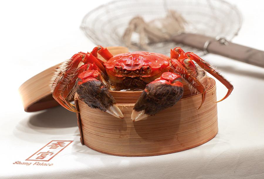 Hairy-Crab-at-Shang-Palace,-Shangri-La-Hotel,-Kuala-Lumpur