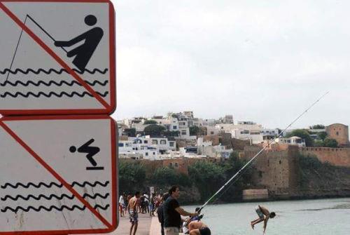 imagen graciosa de señales de prohibición