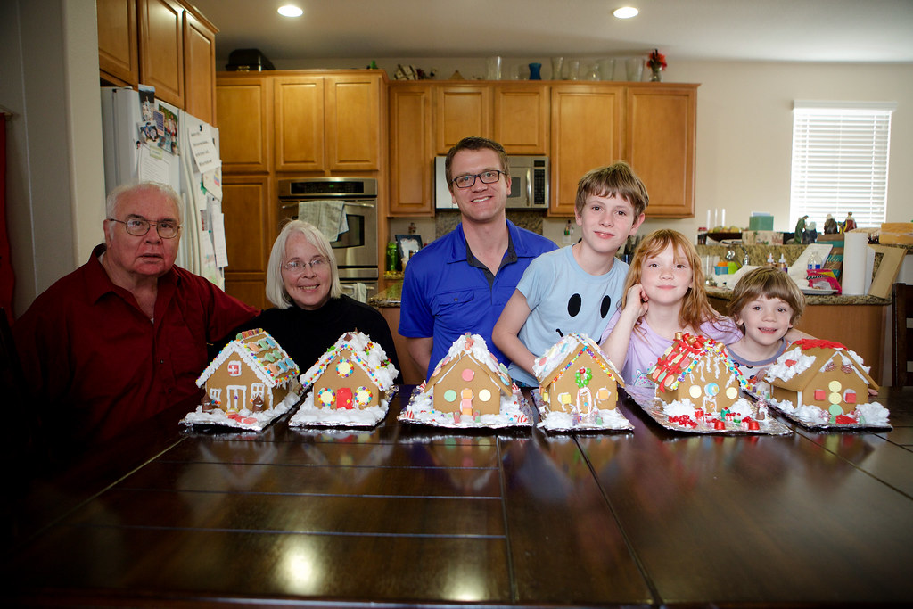 Family-with-gingerbread-houses