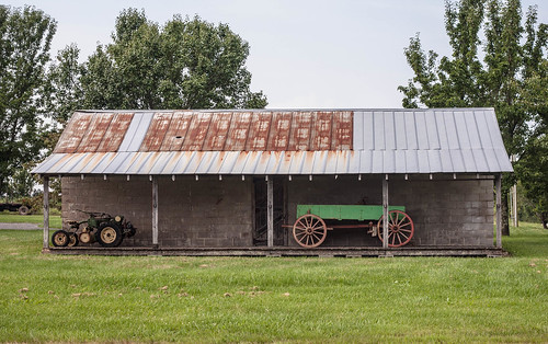 tractor building barn wagon tennessee rusted thesouth tinroof