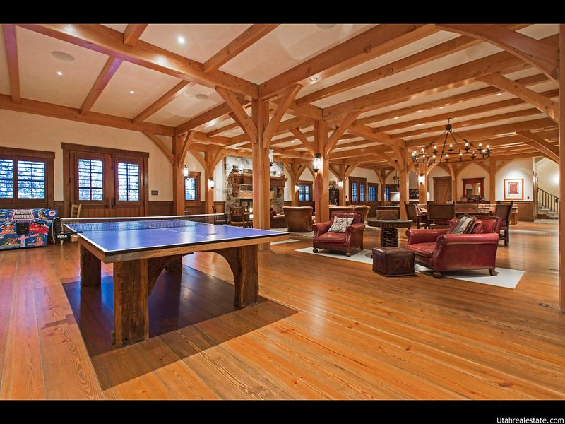 Стол для пинг-понга в доме