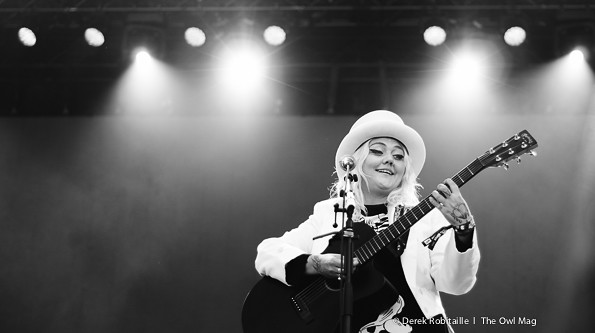 Elle King @ 2015 Squamish Valley Music Festival, Squamish BC 08-09-2015 4