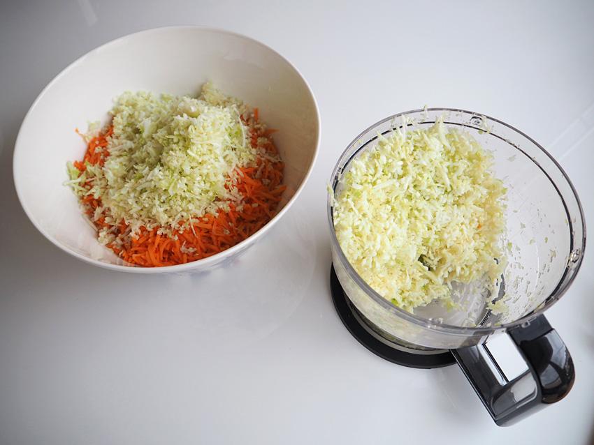 coleslaw-salaatin-valmistus