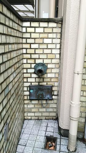 東越伯鷹ビルの送水口