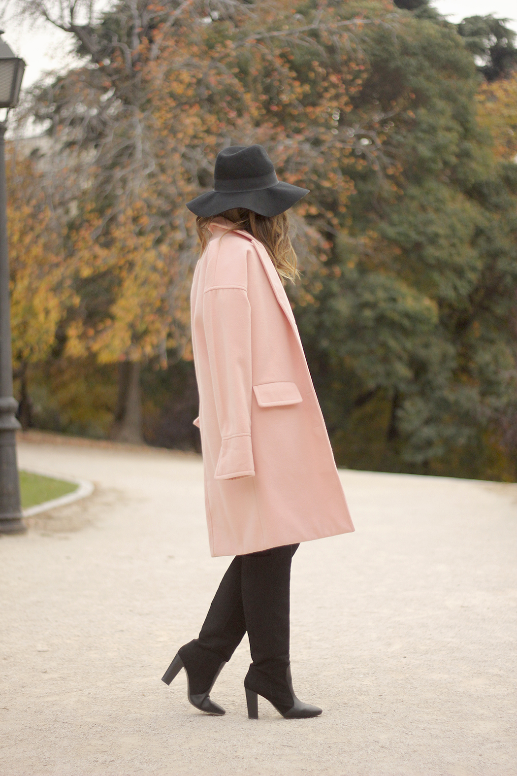 Black and White Dress Pink Coat Black Hat outfit style over the knees boots04