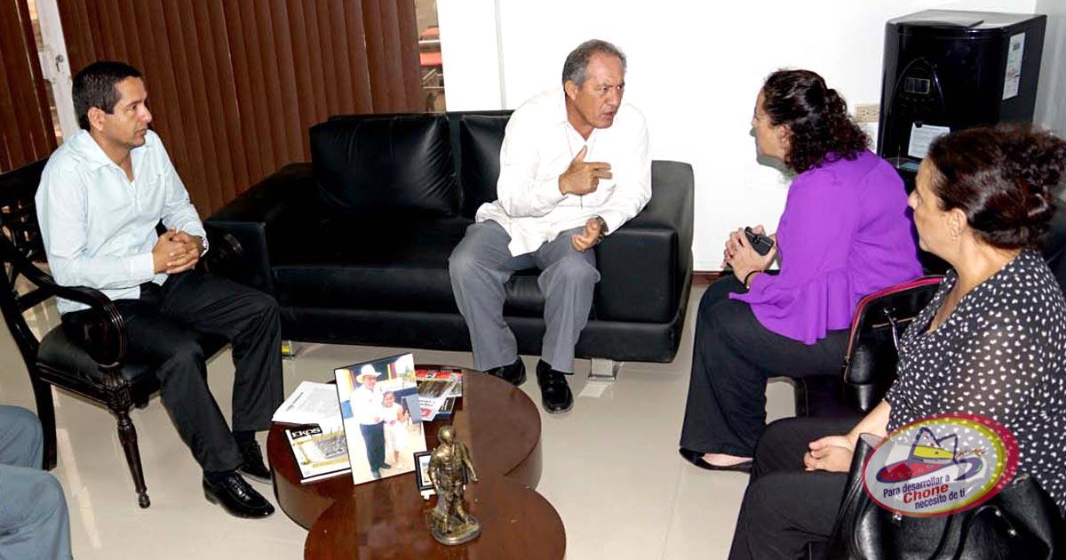 Cónsul de Estados Unidos visitó Chone