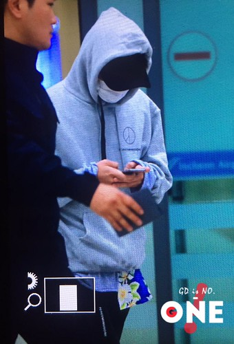 G-Dragon arrival Seoul 2016-10-28 from Hawaii (5)