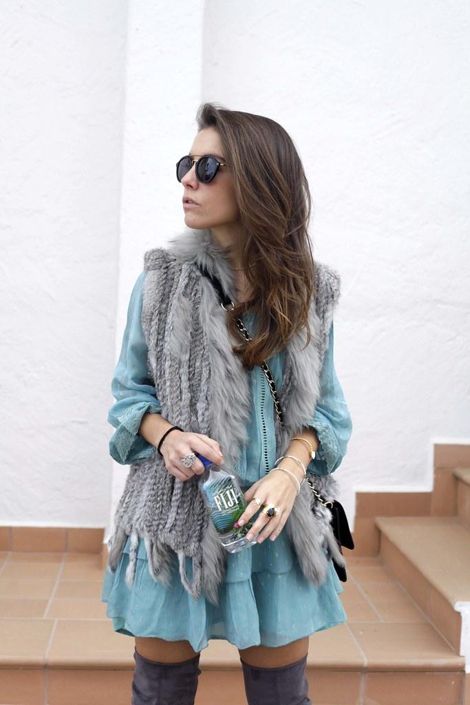 01_A_vestido_turquesa_y_botas_altas_girses_casual_look_theguestgirl_fashion_blogger_barcelona