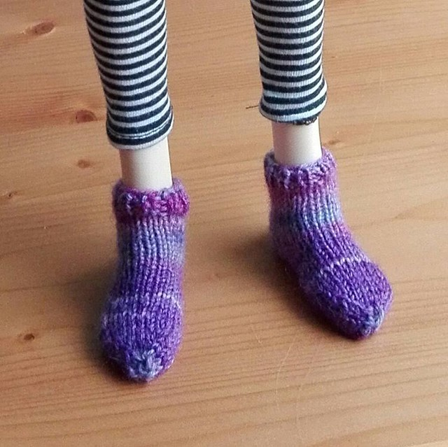 Just had to knit her some socks ;-) #bjdknitting #bjd #msd #socks