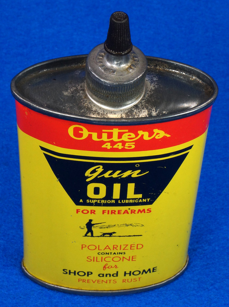 RD14571 Outers 445 Gun Oil Tin 3 oz Lead Top Yellow Oiler Collectible Vintage Oil Can DSC06861