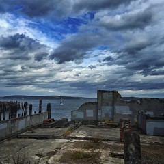 Walking along lathe waterfront between fronts. Gail force winds predicted for this afternoon. #ruston_way #commencment_bay #weather