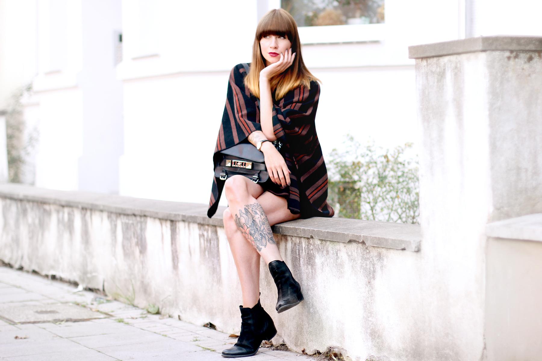 poncho lee jeans autumn cape boots sacha schuhe proenza schouler ps11 fashionblogger ricarda schernus blog düsseldorf hannover berlin cats & dogs 6