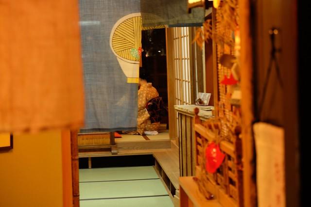 Peeking in Kiyamachi Street