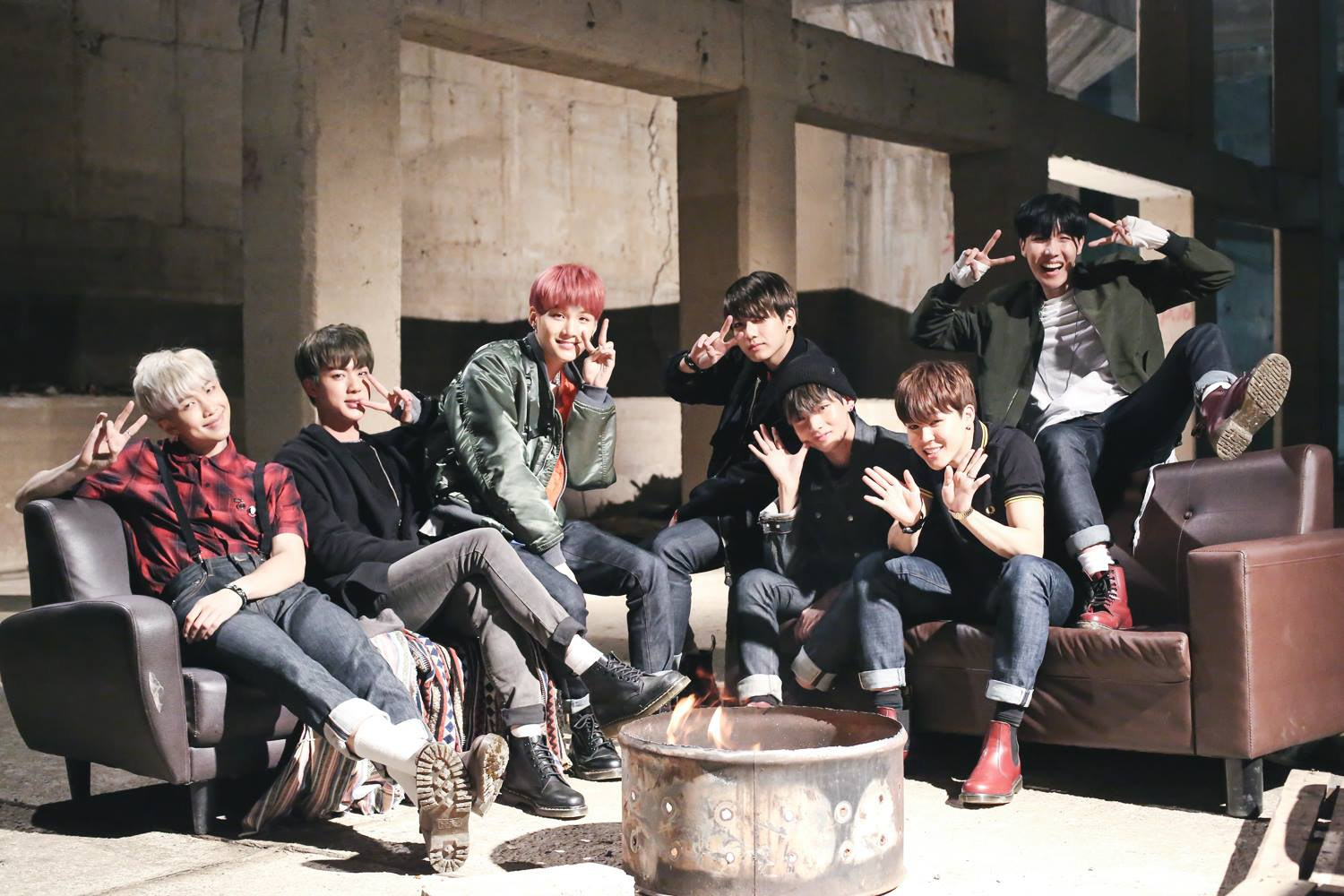 Picture/FB] 화양연화 pt 1 'I NEED U' Sketch photo [150505] |